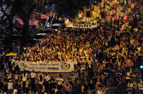 Marcha de cierre del 31° Encuentro Nacional de Mujeres en Rosario. Fotografía: Telam
